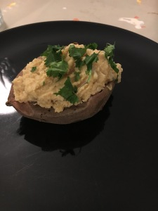 Batata doce recheada com homus